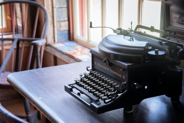 copywriter met typemachine